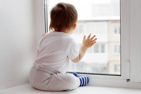 Открытые в жару окна- причина трагедии